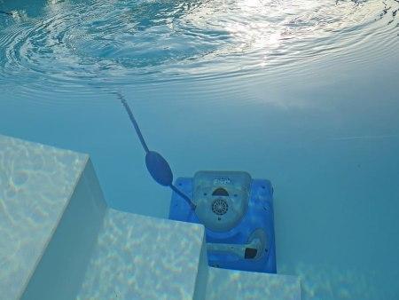 robot de piscina limpiafondos